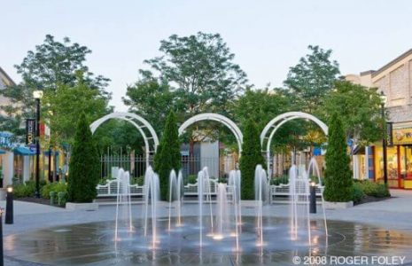 Water fountains at Stony Point Fashion Park